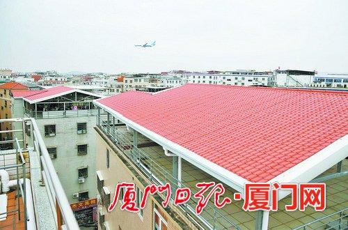 航线下的屋顶发生可喜的变化。