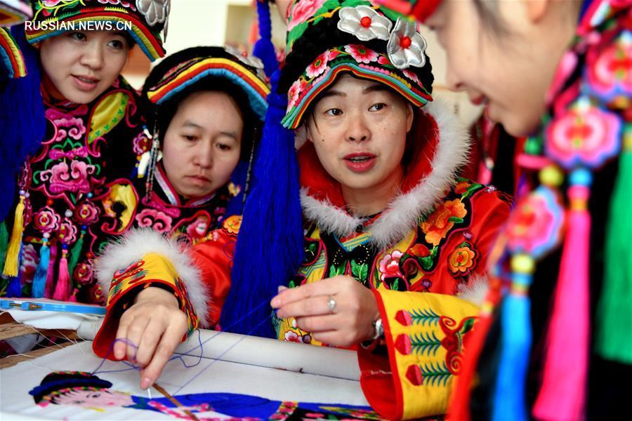Традиционная цянская вышивка стала основой благополучия для жительниц провинции Шэньси