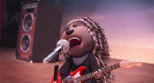 豪猪艾希在舞台上纵情歌唱