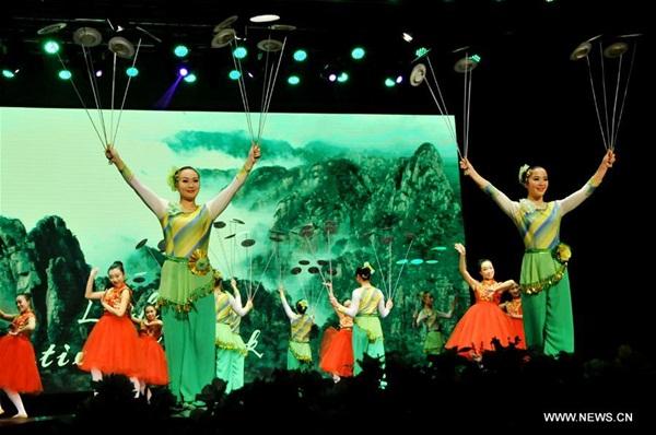 إقامة معرض للخزف للاحتفال بعام الصداقة البنغلاديشية - الصينية