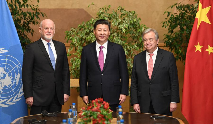 Chinese President Xi Jinping (C) meets with Peter Thomson (L), president of the 71st session of United Nations General Assembly, and UN Secretary-General Antonio Guterres in Geneva, Switzerland, Jan. 18, 2017. (Xinhua/Zhang Duo)