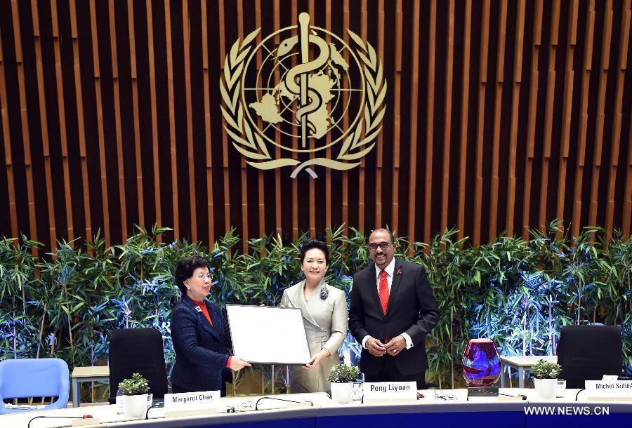 На церемонии в Женеве Пэн Лиюань была вручена награда и продлены ее полномочия посла доброй воли ВОЗ по вопросам профилактики туберкулеза и СПИДа
