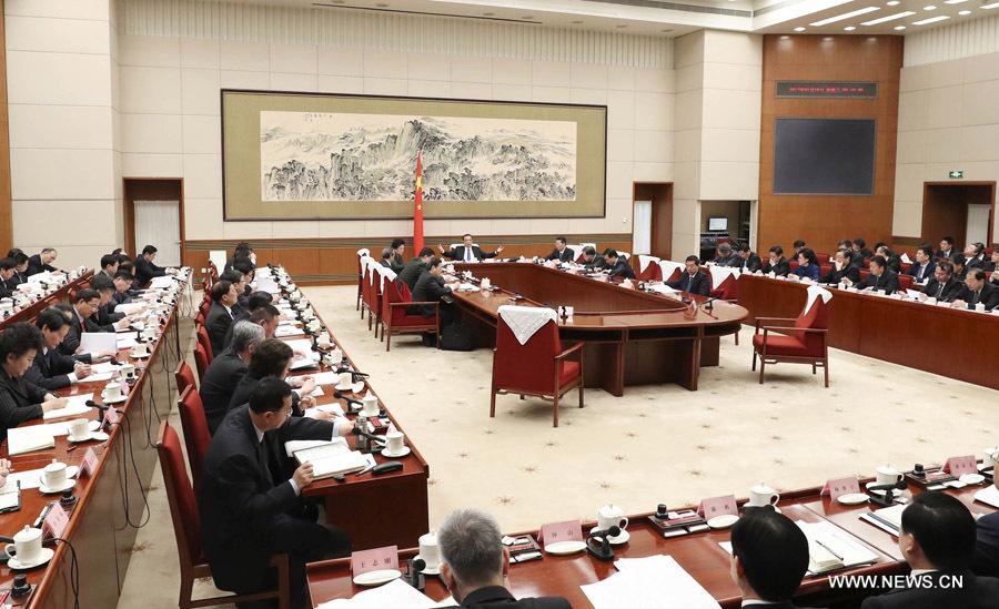 Китай будет стремиться к прогрессу при сохранении стабильности -- Ли Кэцян