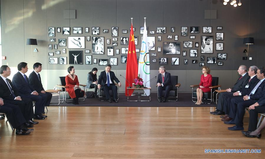 El presidente de China, Xi Jinping, se reunió hoy en Lausana con el presidente del Comité Olímpico Internacional (COI), Thomas Bach. (Xinhua/Yao Dawei)