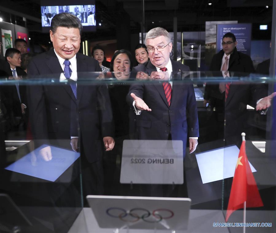 El presidente de China, Xi Jinping, se reunió hoy en Lausana con el presidente del Comité Olímpico Internacional (COI), Thomas Bach. (Xinhua/Lan Hongguang)