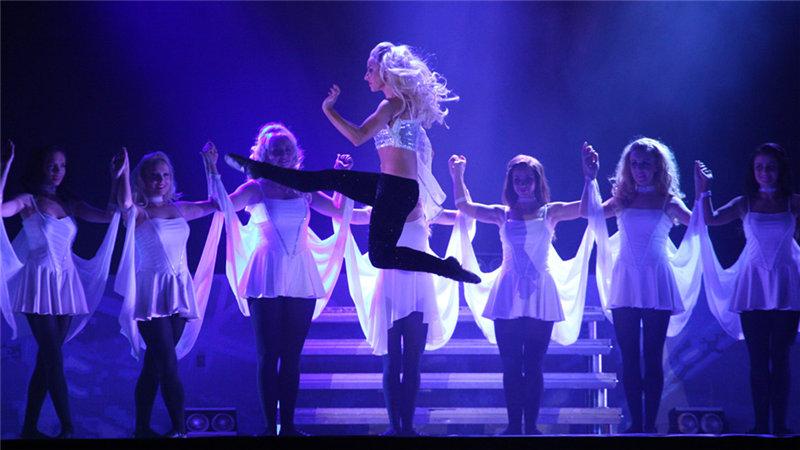 """爱尔兰的""""国宝级""""踢踏舞剧目《命运之舞》,被誉为""""踢踏舞版本的罗密欧与朱丽叶"""",讲述了一段动人凄婉的爱情故事"""