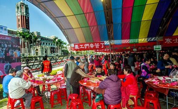 """迈入第27年的""""寒士尾牙宴""""22日盛大开桌。(图片取自台湾中时电子报)"""