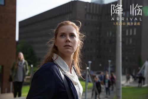艾米·亚当斯在《降临》中饰演一位语言学家