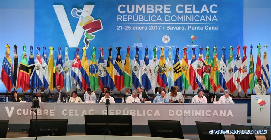 BAVARO, enero 24, 2017 (Xinhua) -- Delegados participan durante la V Cumbre de la Comunidad de Estados Latinoamericanos y Caribeños (CELAC), en Bávaro, República Dominicana, el 24 de enero de 2017. Cancilleres de los 33 países que integran la Comunidad de Estados Latinoamericanos y Caribeños (CELAC) respaldaron el martes el diálogo político entre el gobierno de Venezuela y la oposición, informó la ministra venezolana para Relaciones Exteriores, Delcy Rodríguez. (Xinhua/Prensa Presidencial/AVN)