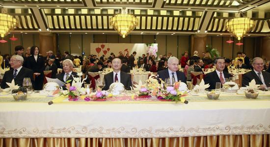 وزير الخارجية الصيني وانغ يي يتمنى للجميع سنة سعيدة