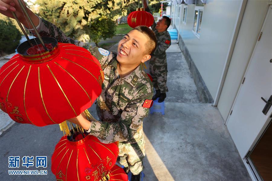 جنود قوات حفظ السلام الصينيون يحتفلون بعيد الربيع