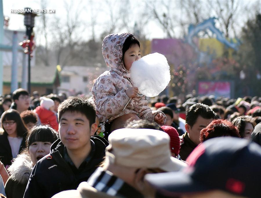 В дни праздника Весны Пекин посетило 9,608 млн туристов