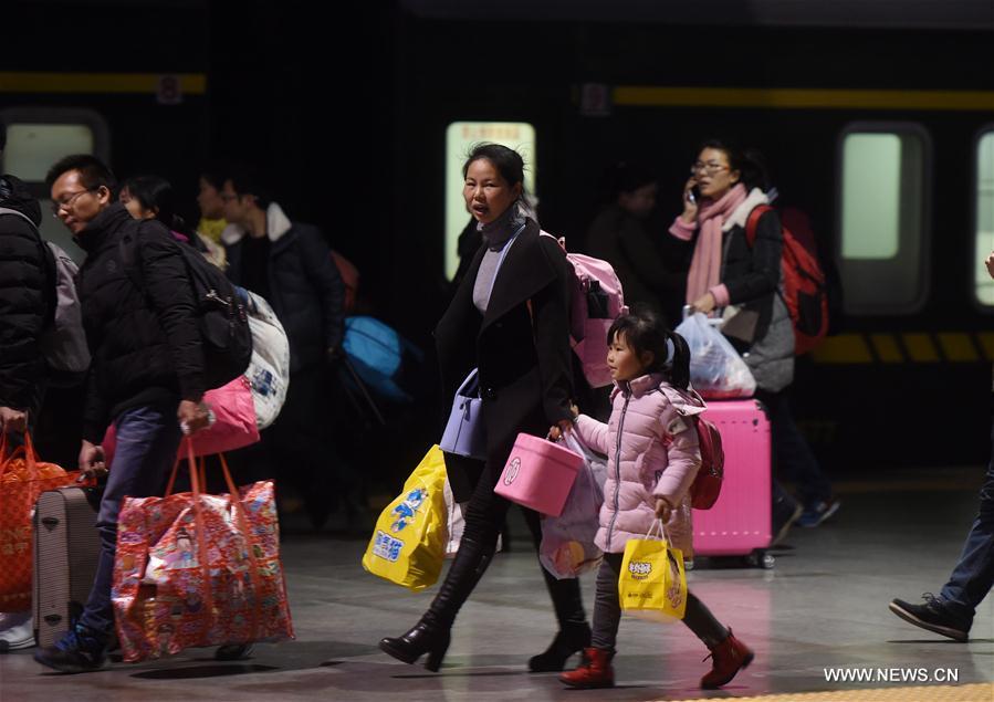Flujo de pasajeros crece tras finalizar vacaciones de Fiesta de Primavera