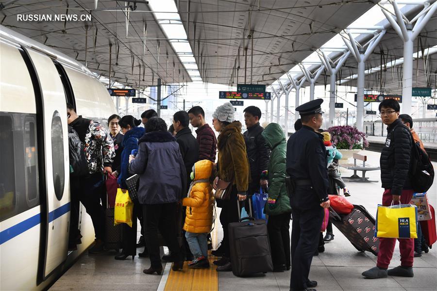 В Китае в период новогодних праздников по лунному календарю поездами воспользовались более 200 млн человек