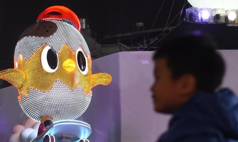 Pueblo chino ilumina farolillos para dar la bienvenida al Año Nuevo Lunar