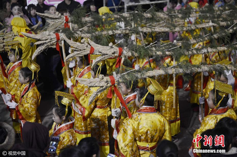 Every evening during the Spring Festival, this dragon travels through Shibing county to scare away evil spirits and all the bad luck that goes with them.