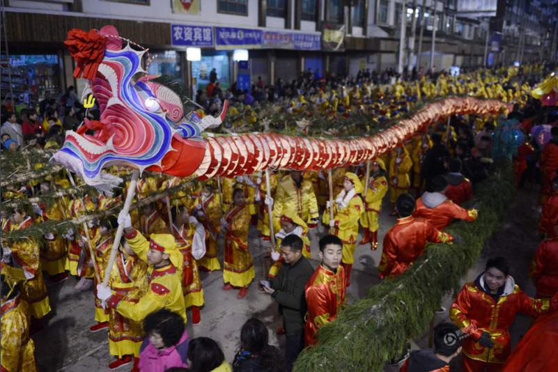 Poblados de Shibing pasan el Año Nuevo Chino con danza de dragon