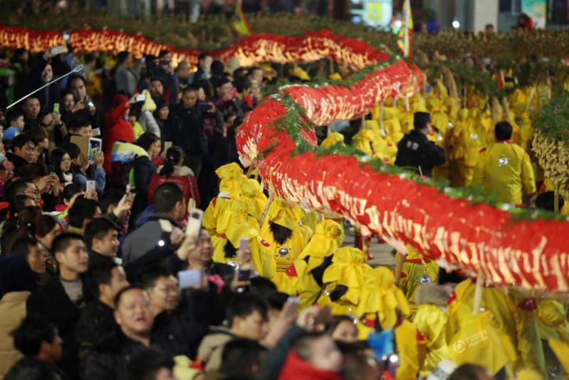 Poblados de Shibing pasan el Año Nuevo Chino con danza de dragón