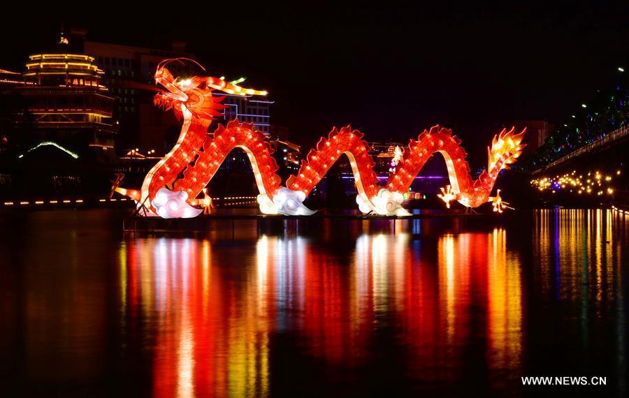 الصينيون يستعدون احتفالا باقتراب عيد الفوانيس التقليدي
