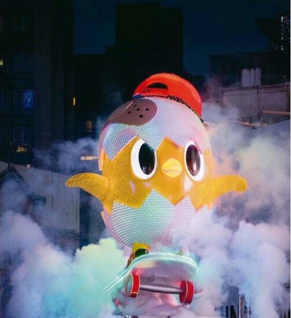 В Тайбэе гостей и жителей города приветствует гигантский фонарь в форме петуха