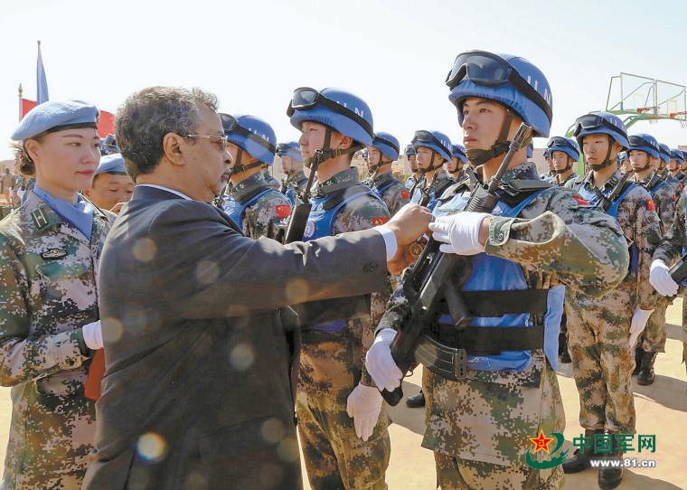 قوات حفظ السلام الصينية في مالي تحصل على ميدالية الشرف الخاصة بالسلام