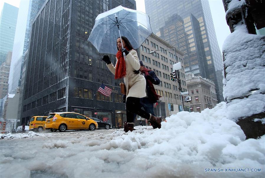 Nevadas y vientos fuertes en el noreste de Estados Unidos. (Xinhua/AFP)