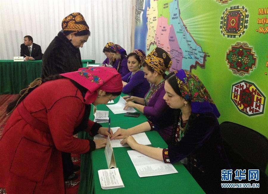 В Туркменистане начались первые после изменения конституции выборы президента