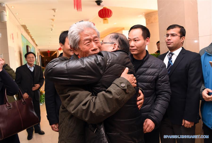 Veterano chino se reúne con familia tras 54 años en India