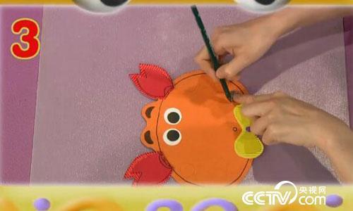 巧巧手:手指螃蟹的小制作