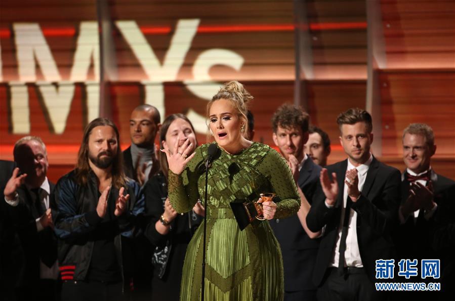 La chanteuse britannique Adele couronnée dans 5 catégories