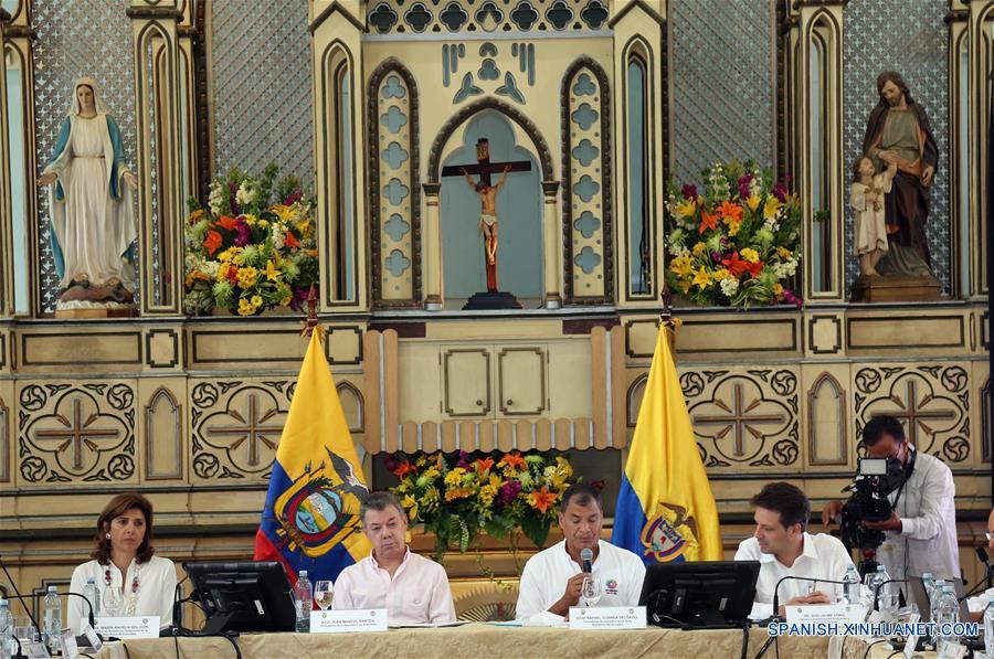 GUAYAQUIL, febrero 15, 2017 (Xinhua) -- El presidente de Ecuador, Rafael Correa (c), junto a su homólogo de Colombia, Juan Manuel Santos (2-i), presiden el V Gabinete Binacional Ecuador-Colombia, en Guayaquil, Ecuador, el 15 de febrero de 2017. El presidente de Ecuador, Rafael Correa, y su homólogo de Colombia, Juan Manuel Santos, inauguraron el miércoles en la ciudad ecuatoriana de Guayaquil el V Gabinete Binacional, en el cual se tratarán temas de la agenda común. (Xinhua/Santiago Armas)