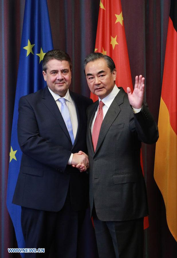 Les ministres chinois et allemand des AE promettent de stimuler ensemble la croissance mondiale