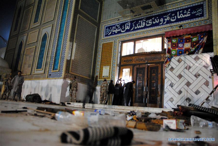 La cifra de muertos ascendió a 72 por el atentado perpetrado por un atacante suicida en un templo de la localidad de Sehwan en sur de Pakistán. (Xinhua)