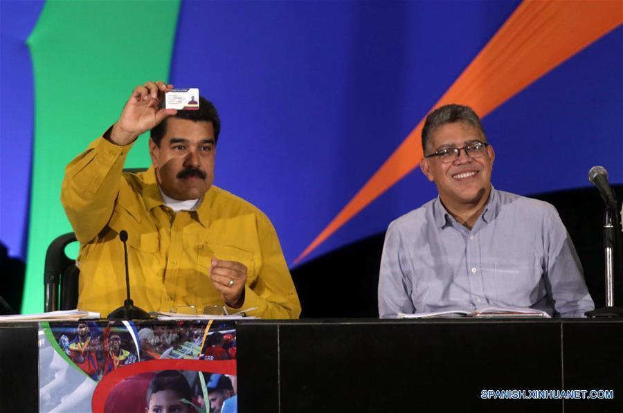 CARACAS, febrero 16, 2017 (Xinhua) -- El presidente de Venezuela, Nicolás Maduro (i), encabeza el inicio del Congreso de la Patria Capítulo Juventud, en la sala plenaria del Parque Central, en Caracas, capital de Venezuela, el 16 de febrero de 2017. El presidente venezolano, Nicolás Maduro, encabezó el jueves el Congreso de la Patria Capitulo Juventud, desde el Parque Central en Caracas, en el que se disertarán diversos temas con los jóvenes para el impulso de proyectos y emprendimientos socioproductivos para el desarrollo de la Patria Socialista, de acuerdo con información de la prensa local. (Xinhua/Zurimar Campos/AVN)