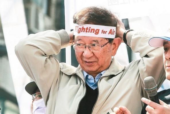 """台中大游行吸引了许多民众到场参加,前台湾""""中研院长""""李远哲也挺身支持。"""