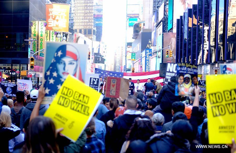 مسيرات وتجمعات في نيويورك وشيكاغو احتجاجا على سياسات ترامب بشأن الهجرة