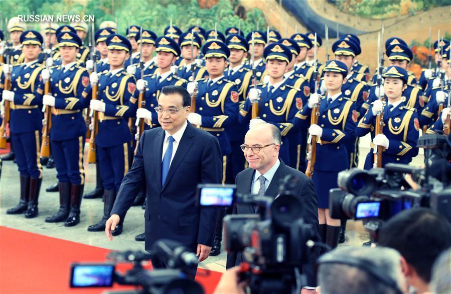 Ли Кэцян провел переговоры с премьер-министром Франции Б.Казневом