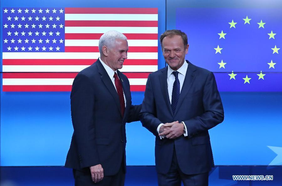 Pence conciliant avec l'UE, intransigeant sur l'OTAN