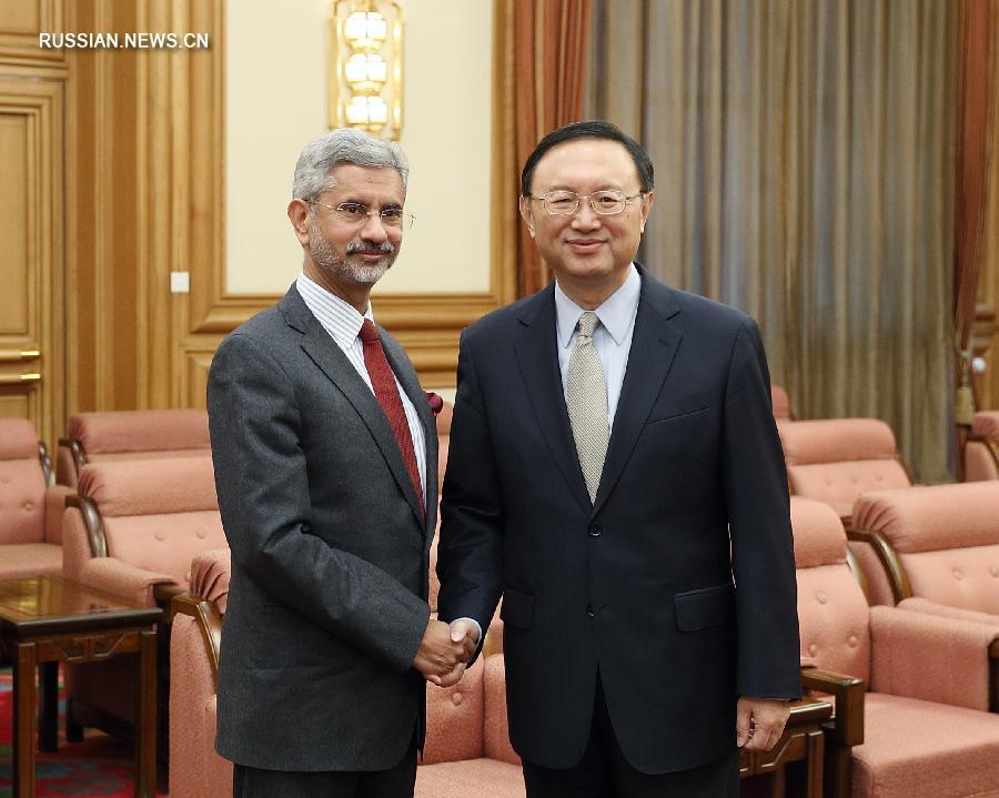 Ян Цзечи встретился с секретарем по иностранным делам Индии С.Джайшанкаром