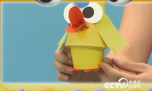 这样,可爱的小鸭收纳盒手工作品就做好啦!