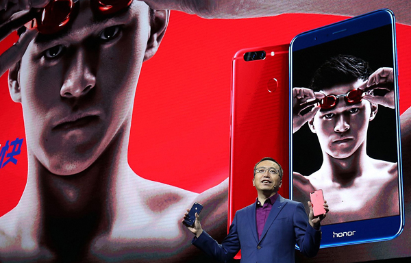 Zhao Ming, president of Honor, one of the major brands of Huawei Technologies Co, unveils the new Honor V9 smartphone in Beijing on Tuesday. [Photo provided to China Daily]
