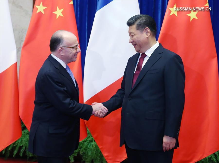 Си Цзиньпин провел встречу с премьер-министром Франции Б. Казневом