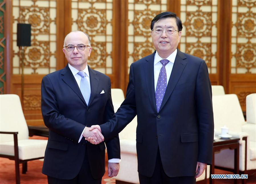 BEIJING, 23 février (Xinhua) -- Zhang Dejiang (à droite), président du Comité permanent de l