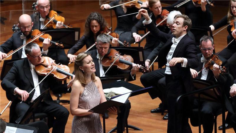 高音歌唱家马琳·克里斯滕森的演唱圣洁而空灵,持续的高音兼具音色与弹性  牛小北/摄