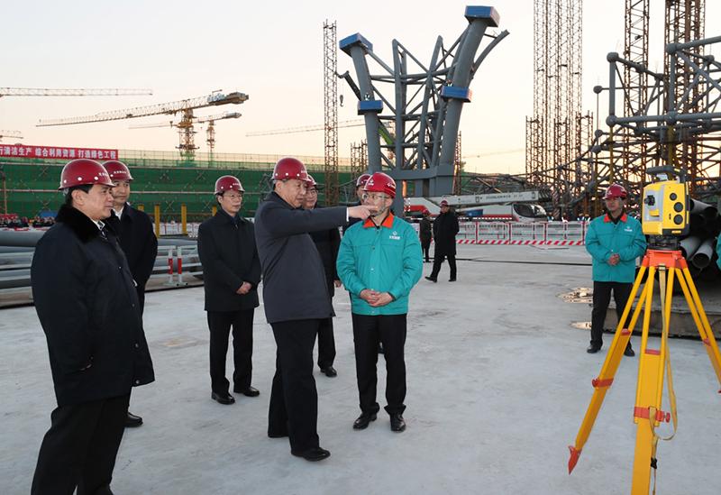 2月23日至24日,中共中央总书记、国家主席、中央军委主席习近平在北京考察。这是23日下午,习近平在北京新机场主航站楼建设工地考察。