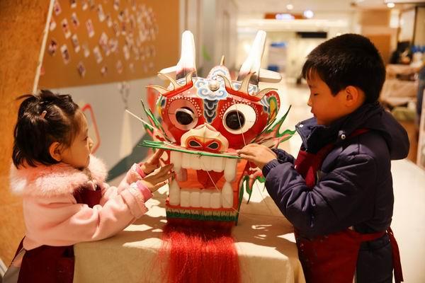 La Chine célèbre la fête du dragon de printemps