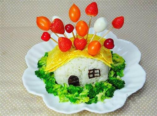 米饭,西兰花,鸡蛋,熟鹌鹑蛋,圣女果,草莓,油,盐,海苔图片