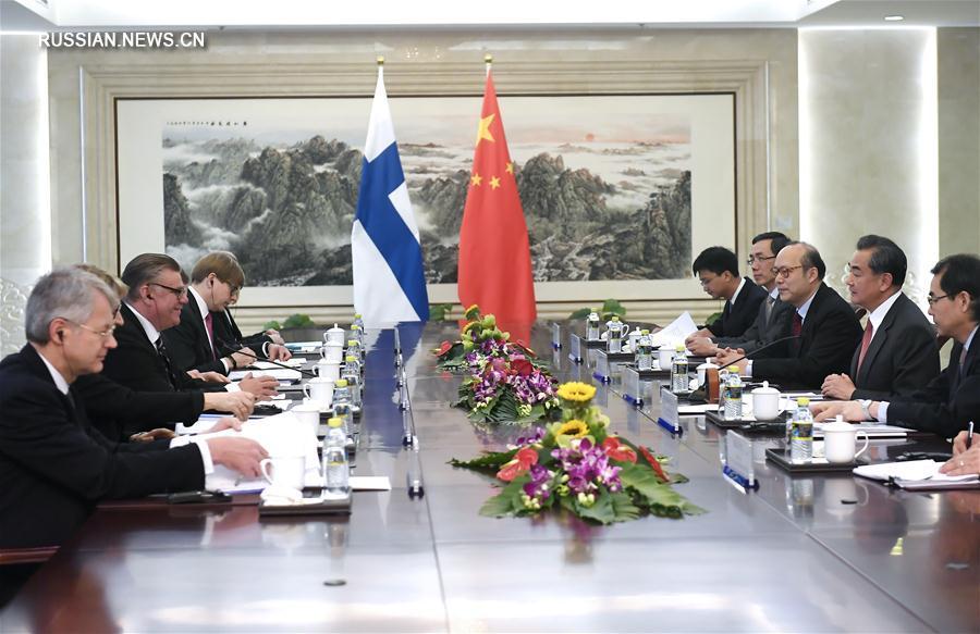 Ван И провел переговоры с министром иностранных дел Финляндии