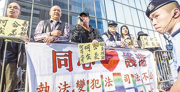 В Сянгане собирают подписи в защиту полицейских, осужденных за избиение участника протестной акции