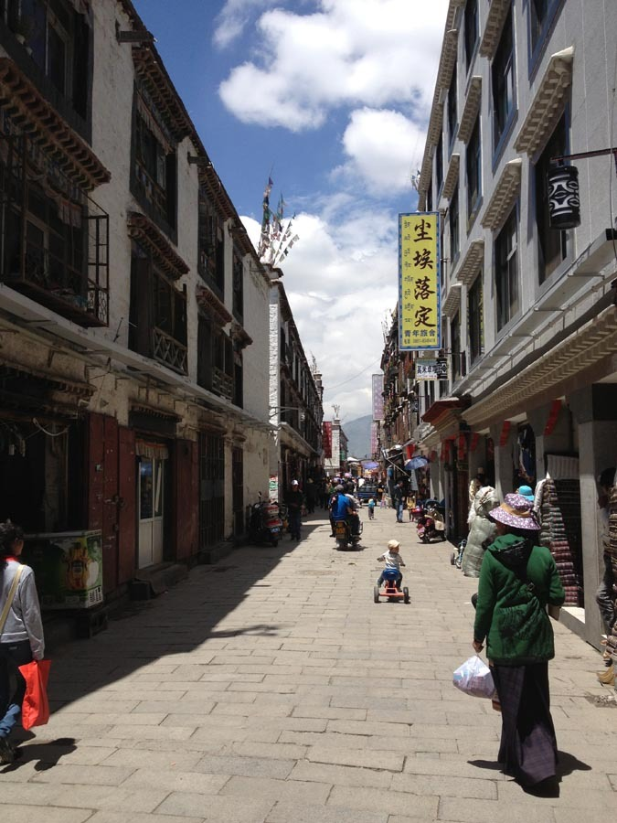 شارع المسلمين التجاري في مدينة لاسا الصينية